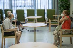 Residencia de Ancianos en Madrid durante la visita de algunos familiares.