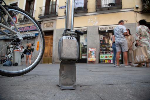 La llave de un piso turistico guardada en un candado en el centro de Madrid.