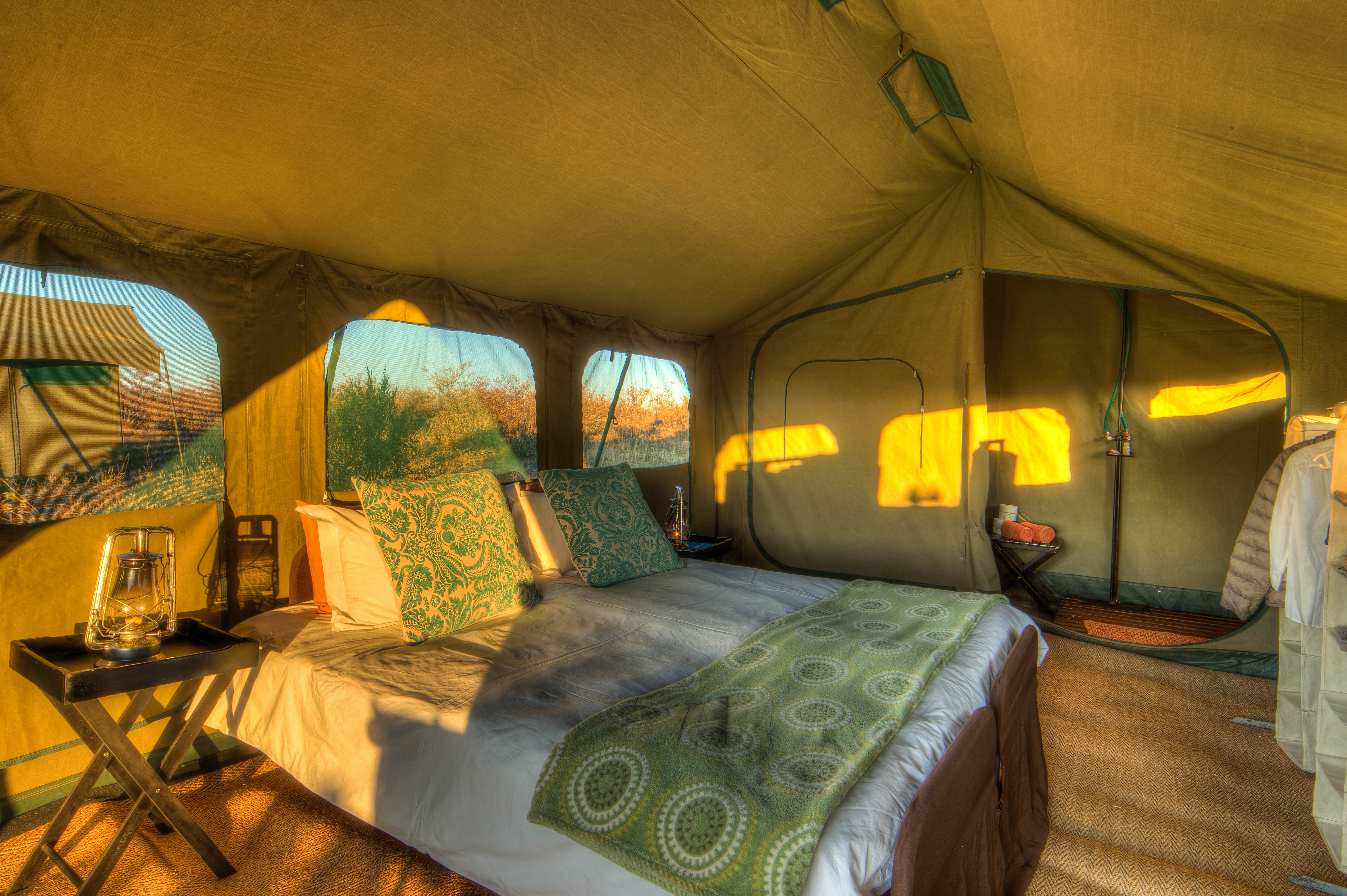 Double bed tent set-up
