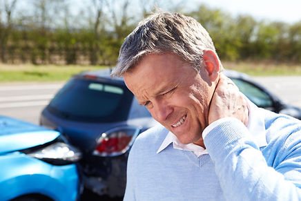 PersImage of man grasping neck in pain needing auto accident chiroprator