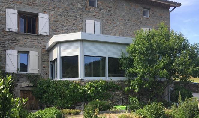 veranda grise avec volet.jpg