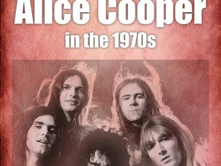 Alice Cooper bok på vei