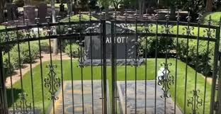 Abbott-brødrenes grav gjerdes inne