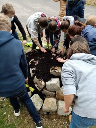 Collège La Providence - Fécamp : Une spirale aromatique dans le jardin