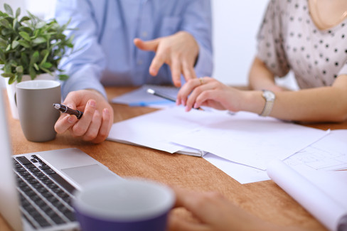 Våre forlagskonsulenter hjelper deg hele veien