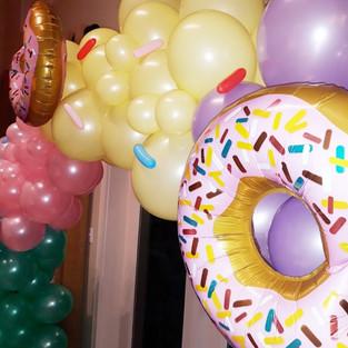 Donut Organic Arch w/ Sprinkles