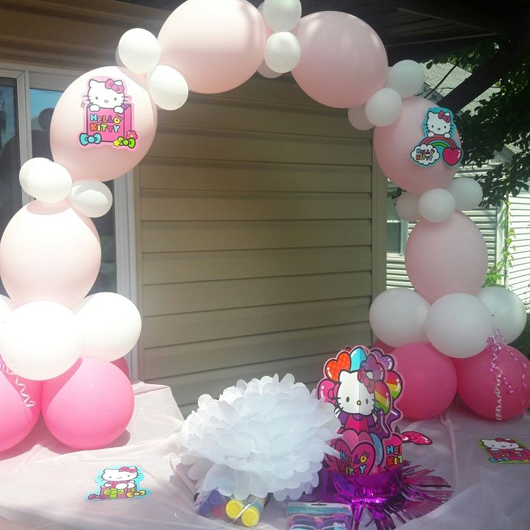Hello Kitty Table Arch