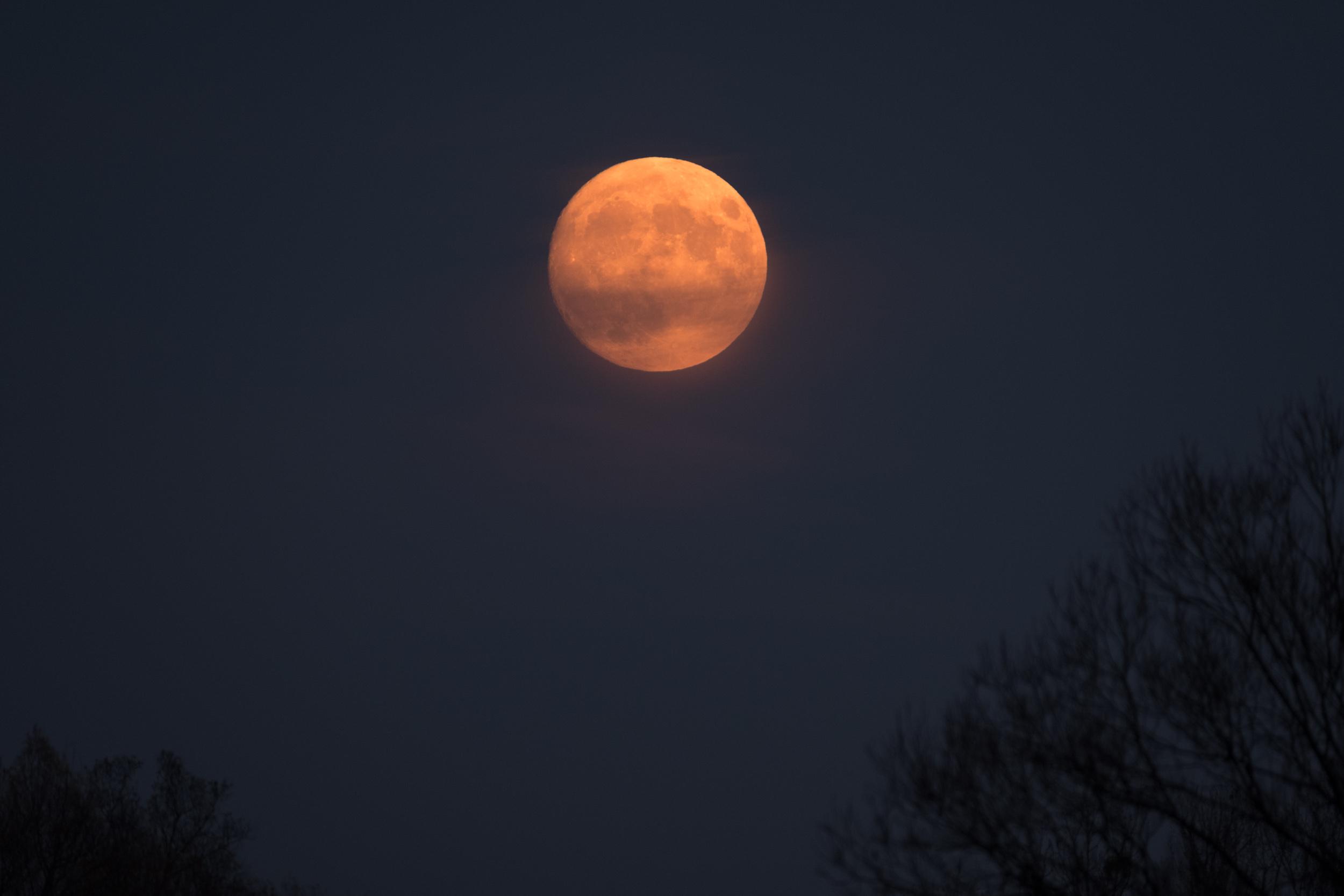 Mond über Amper