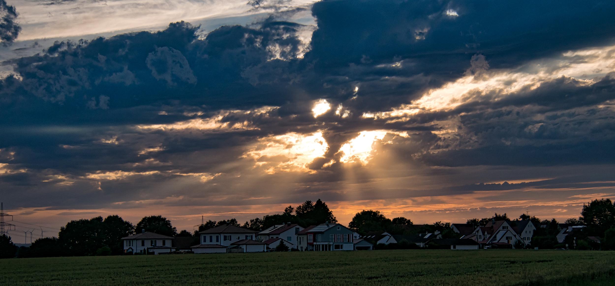 Spannender Himmel über Großberghofen