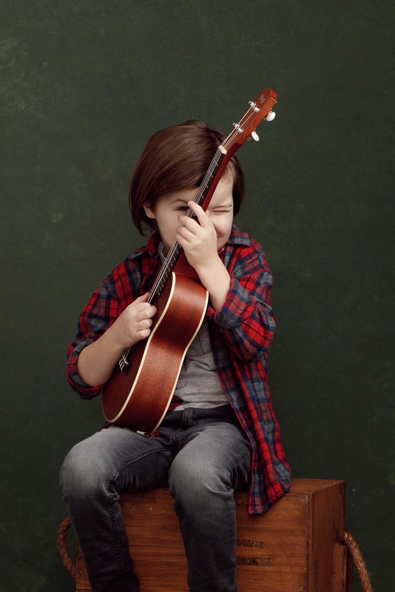 poiss kitarriga