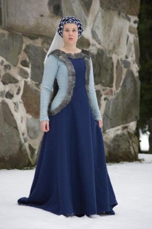cotehardie-with-sideless-surcoat