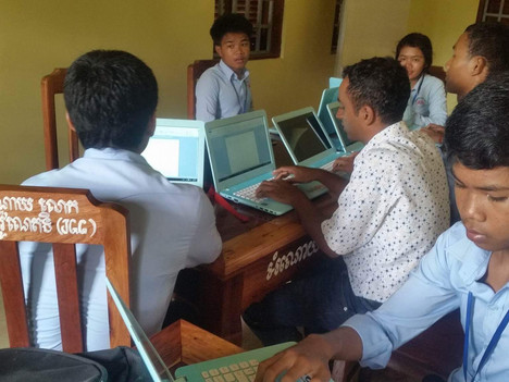 12th Graders receive computer training