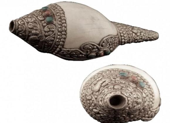 Conque tibétaine blanche et métal ciselé