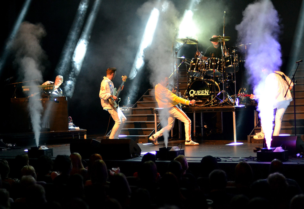 Flash Queen Tribute Live On Stage