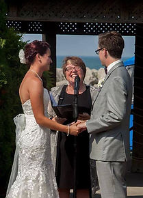trish archibald, trish heidebrecht, wedding officiant, niagara wedding officiant, cathy davis and company, non-denominational weddings, cd and co