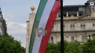 A vármegyések helyreállították az Ereklyés Országzászlót a Szabadság téren