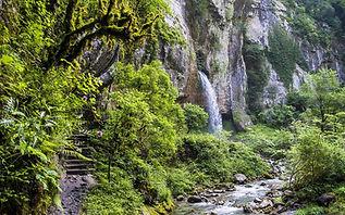 gorges-de-kakuetta-cascade.jpg