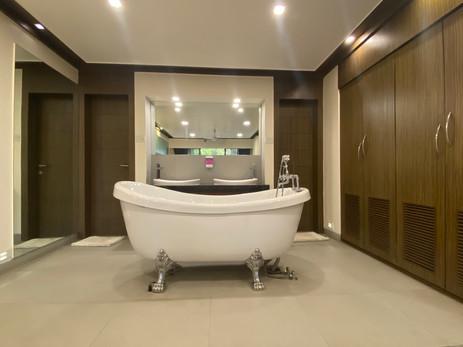 Suite Room Tub.jpg