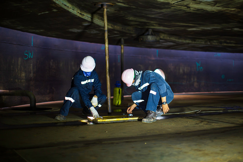 Male worker inspection vacuum test botto