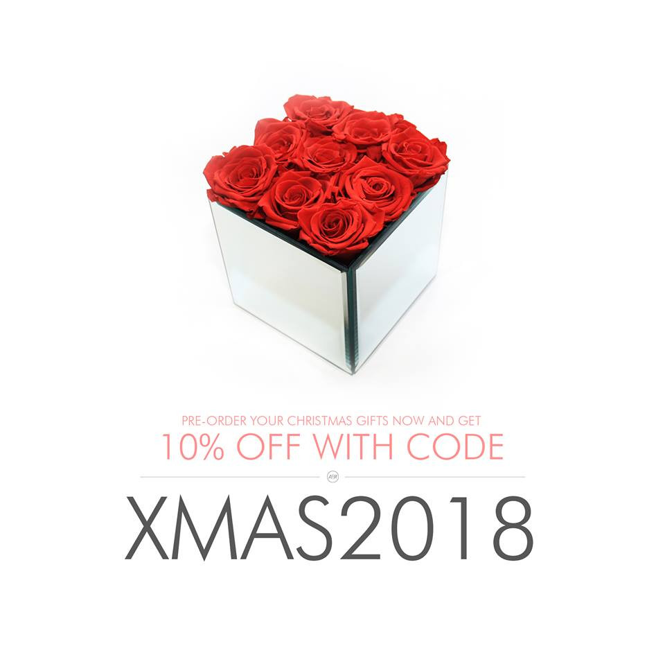 year long roses, infinity roses, forever roses, eternity roses, eternal rose, preserved roses, red roses, gift ideas, girls gift ideas, christmas gifts, christmas gifts for her, gifts for her, home decor, home interior, stylish decor, stylish interior, stylish decor, mirrored cube, mirrored interior, mirrored, first home, first home decor, first home decor,