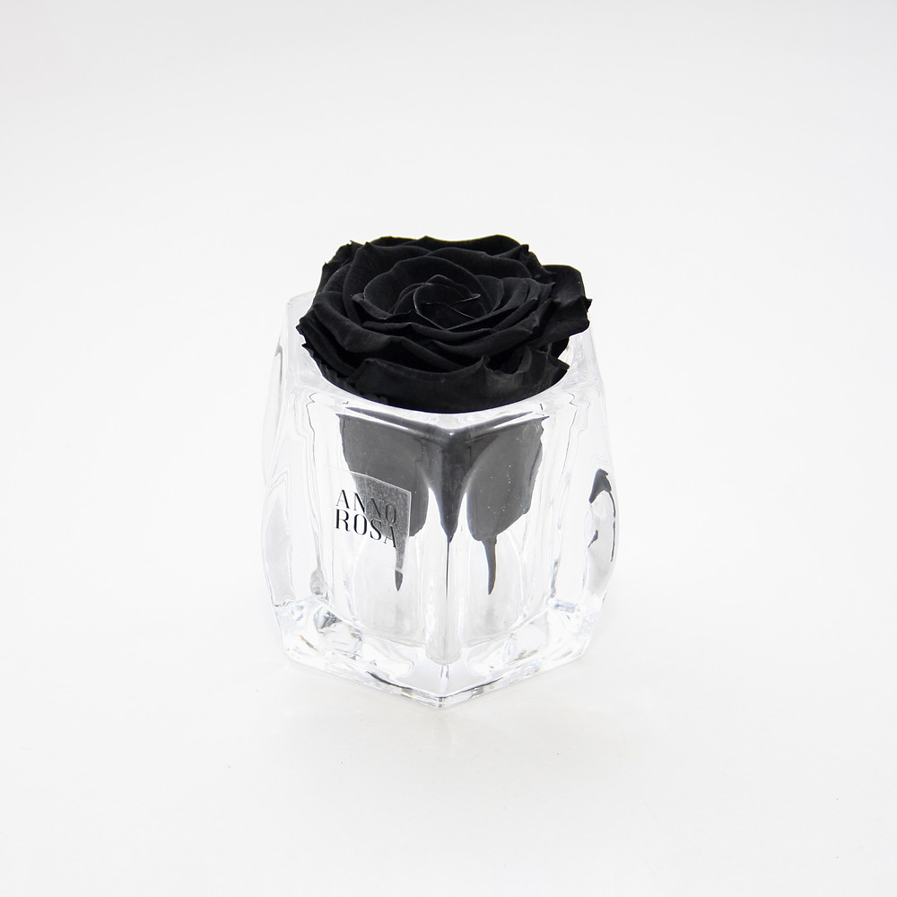 infinity roses, roses, rose decor, roses, year long roses, forever roses, Monochrome home decor , luxury home decor, luxury homes, home decor, decor ideas, luxury home decor