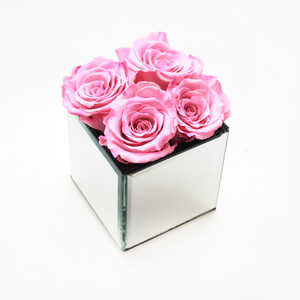 Pink preserved roses that last for one year. Great for gifts, home decor and hotel interior.