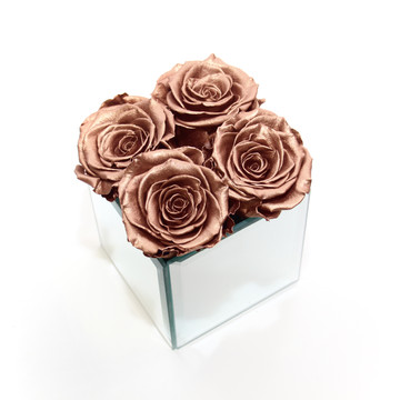 preserved roses, forever roses, eternity rose, rose gold, home decor, home interior, home design, home inspo, statement piece, rose gold, forever roses, roses that dont die