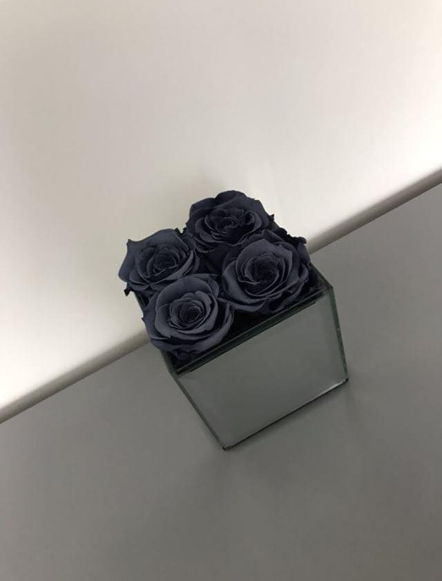 forever rose, preserved rose, grey roses, infinity roses, interior design, home decor ideas, grey roses, grey interior, infinity roses for decor, mirrored cube, gift ideas, great gift ideas, year long roses, roses that dont die, year long roses, year long, infinity rose