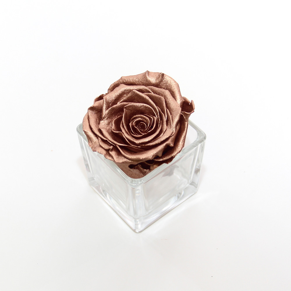 year long roses, forever rose, infinity rose, eternity rose, preserved roses, infinity roses, forever roses, home decor ideas, home decor, home interior, design ideas, design decor, interior design, rose, roses, roses for decor, bedroom decor, rose gold, rose gold decor