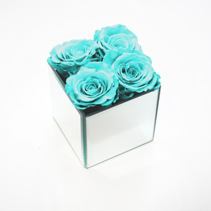 Bright blue roses that last a year. Great for interior design and also great gift ideas.