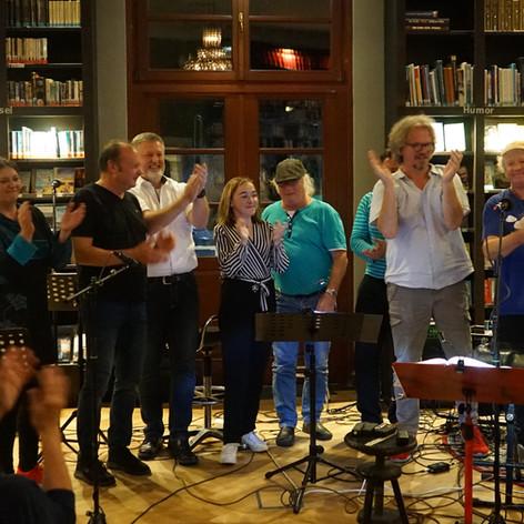 Bea Neumann, Uwe D. Dietrich, Heino Trebsdorf, Claudia Wunsch, Willem Njenhius, Julian Ipsen (verdeckt), Gent Salverius, Hendrik Neumann