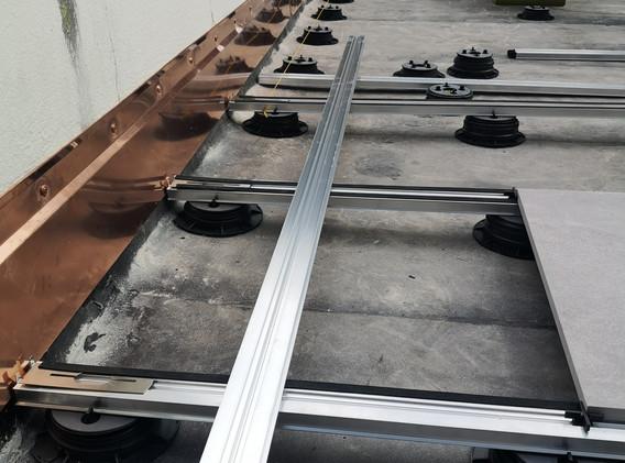 Feinsteinzeug mit Schienensystem