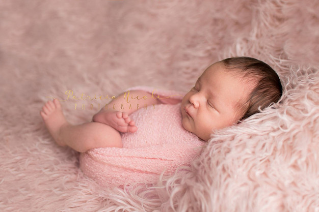 As a professional newborn photographer in kitsap county i always take pride in exceptional posing