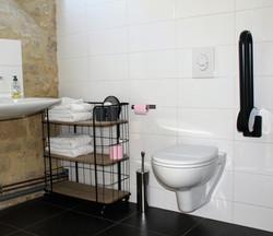 ferme-hay-day-salle-de-bain-handicapes