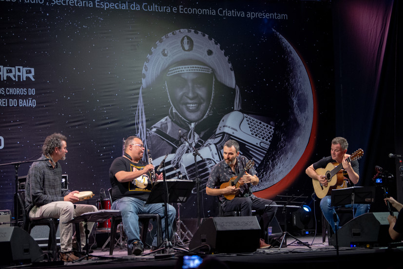20191214-212437-roda_instrumental_palco.
