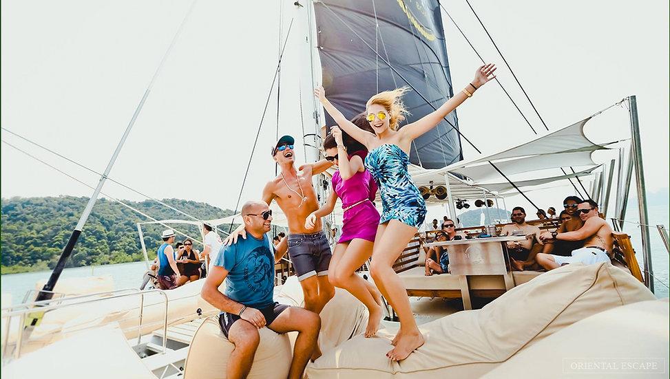 Luxury Boat Club Vip Experience, 3300 Thb.
