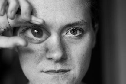 SELBST Closer by Caro Lenhart