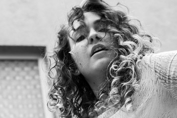 Kaya_PortraitSW2-CaroLenhart Kopie.jpg