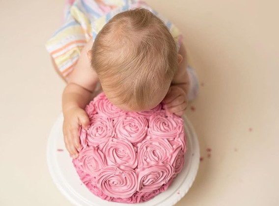 Go on girl 😂💗🎂 #cakesmash #cakesmashs
