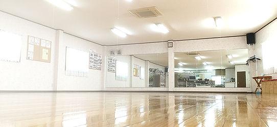 60畳の広々したレッスンスタジオ