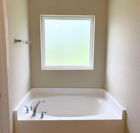 Navarre area bathtub