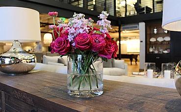 живые цветы букеты в офис фитодизайн озеленение растения в офис вертикальное озеленение