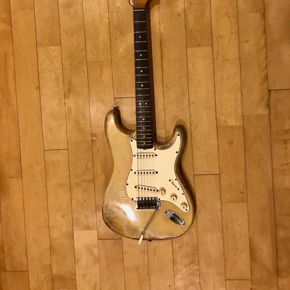 3)Fender ストラトキャスター 66年