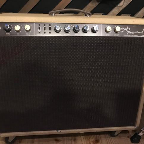 12)Fender Dual Professional