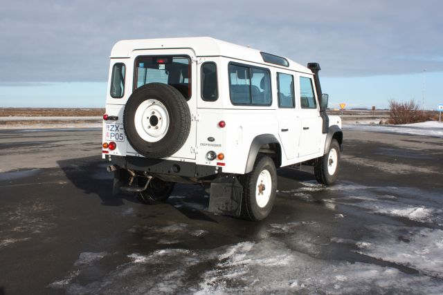 Land Rover Defender 2015 7 - Cars Iceland