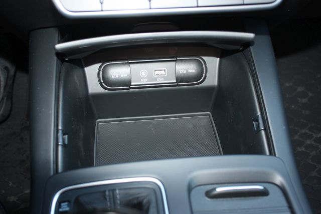 Kia Sorento 4x4 7-seater 8 - Cars Iceland