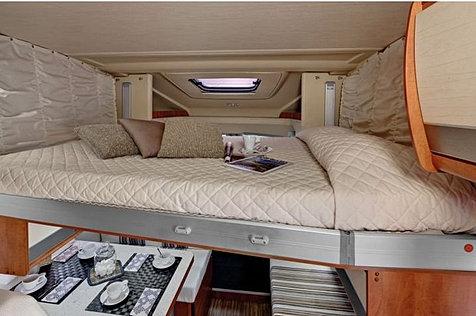 location de camping car en islande camping car en islande. Black Bedroom Furniture Sets. Home Design Ideas
