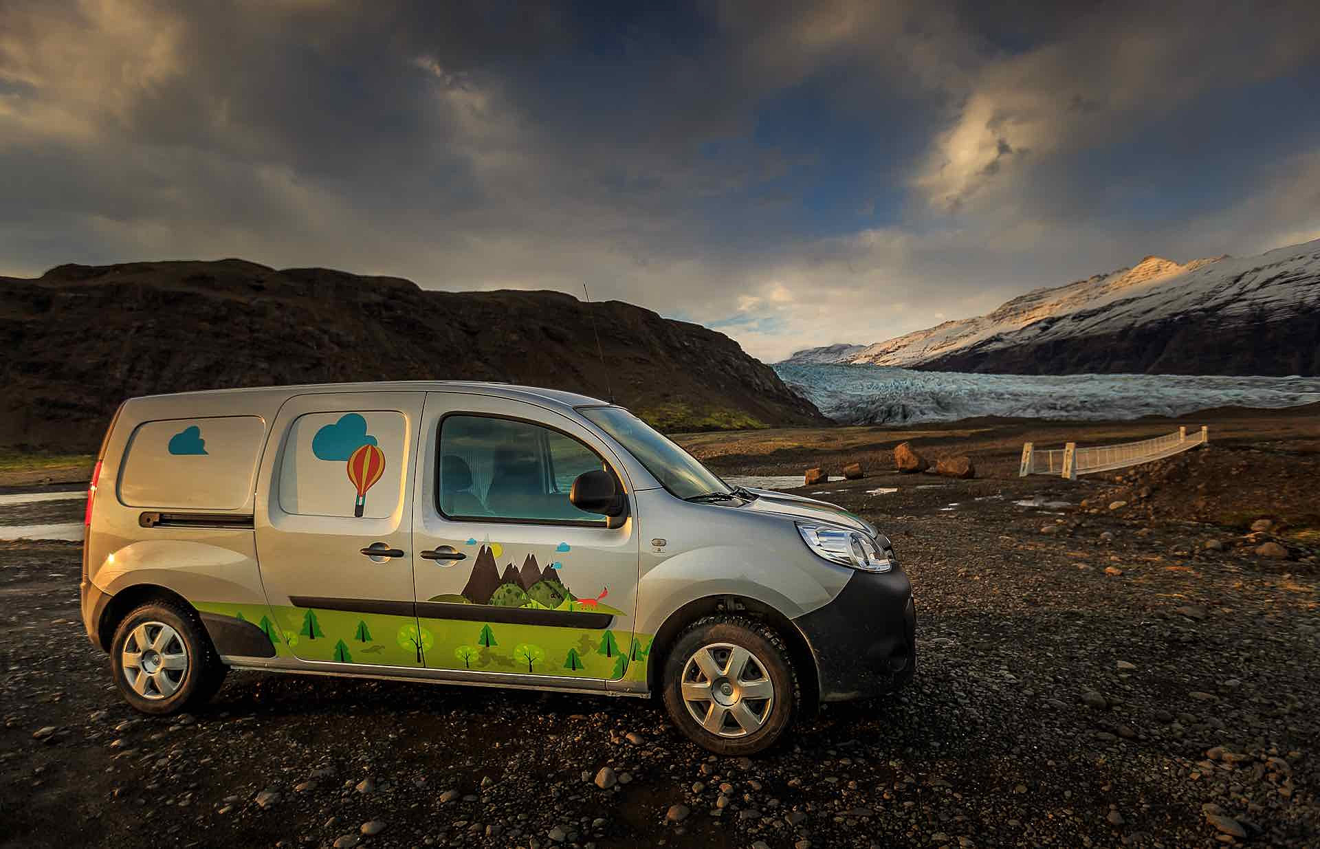 location de camping car en islande camping car en islande location camping car islande. Black Bedroom Furniture Sets. Home Design Ideas