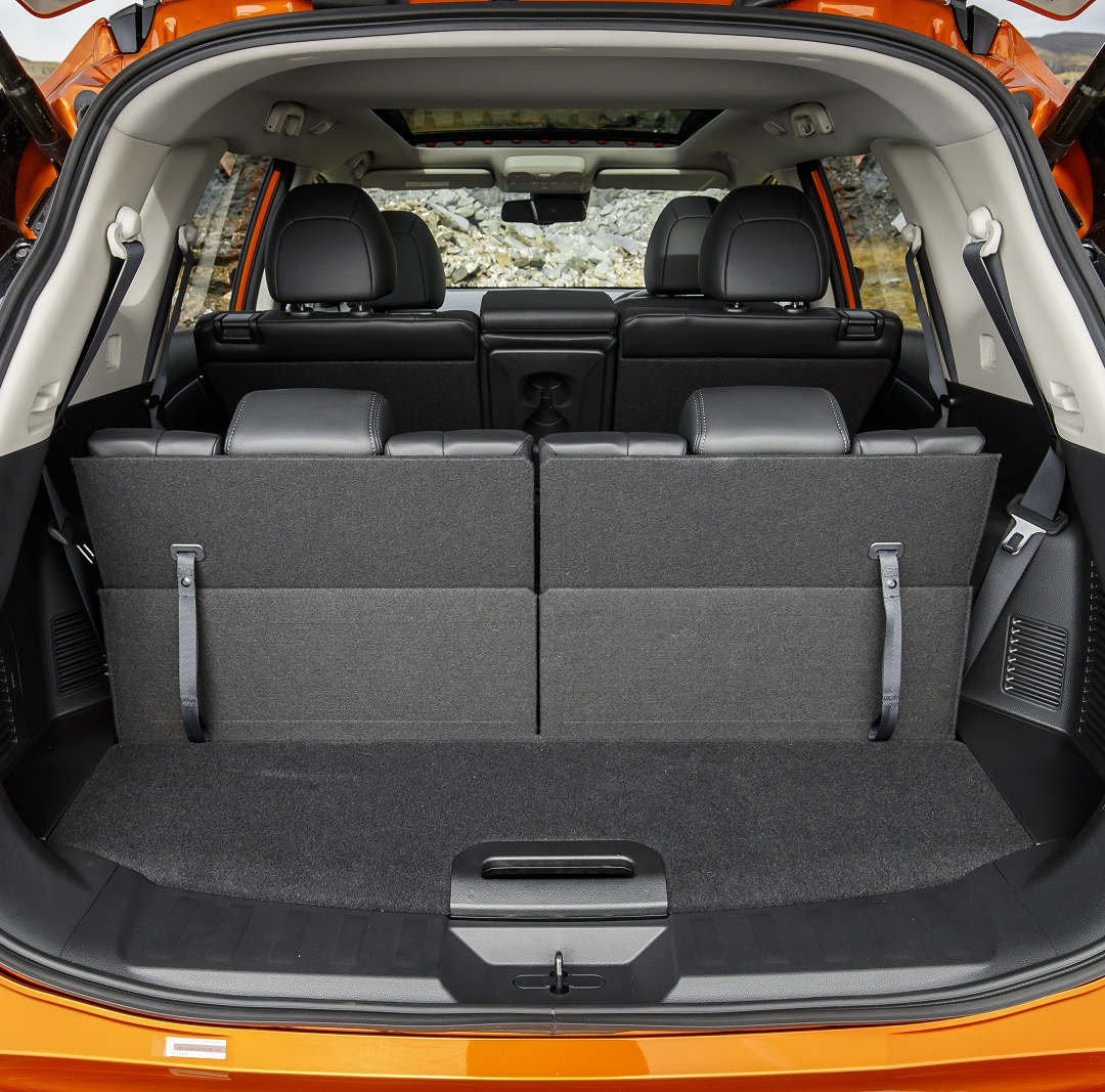 Nissan X-Trail 7-seater 4 - Cars Iceland