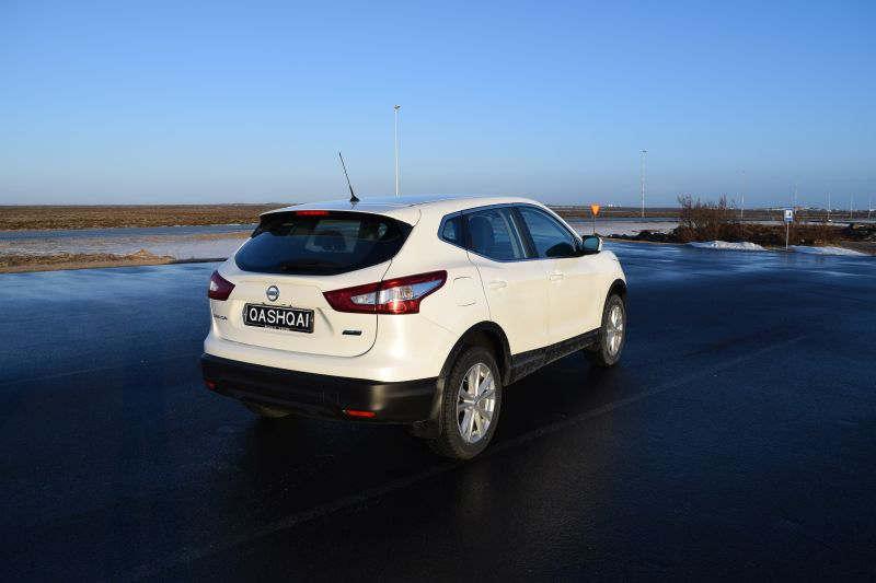 Nissan Qashqai 2 - Car Hire Iceland